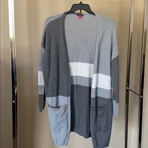 Like new Vince Camuto medium open front cardigan